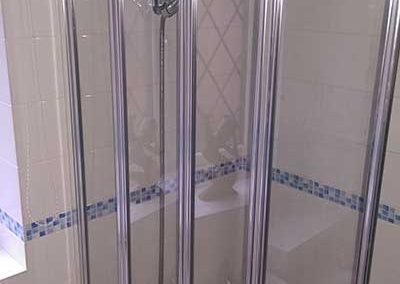4 Fold bath screen installation