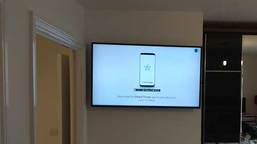 Samsung tv wall mounted in Reading