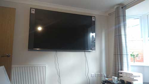 &% Inch Samsung tv wall mounted in Woodley